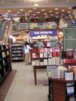 Не только «О полиции»: бестселлеры столичных книжных магазинов