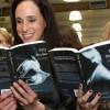 Эротика популярнее криптоистории! Эротический роман «Пятьдесят оттенков серого» побил рекорд продаж «Кода да Винчи»