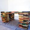 Вот это стол! За ним… читают?