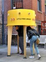Нью-Йорк прячет читателей и книги в уличных мини-библиотеках