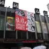 На московском Доме книги повесили обличительный плакат