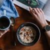 Как чтение книг влияет на расстройства пищеварения