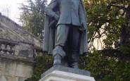 Памятник мушкетеру д'Артаньяну