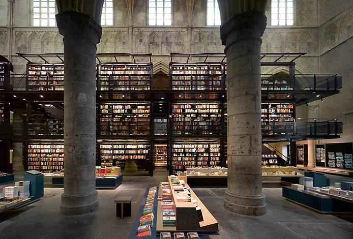 Голландскую церковь ХIII века превратили в книжный магазин
