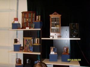 Шкафчики для миниатюрных книг