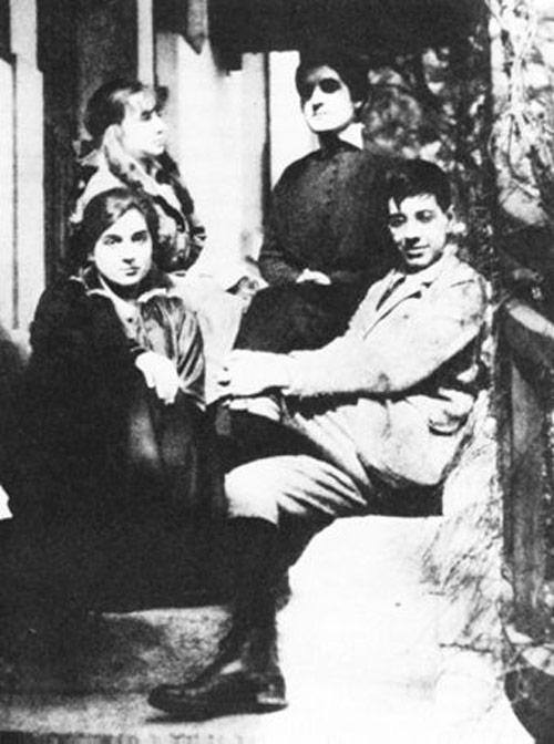 Хорхе Луис Борхес с сестрой Норой в школе в Женеве, 1914 год