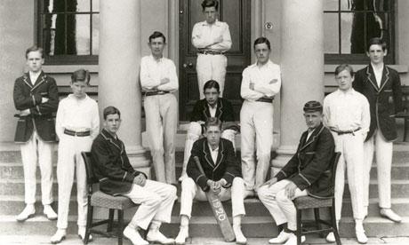 Сэмюэл Беккет (второй слева) со школьной командой по крикету