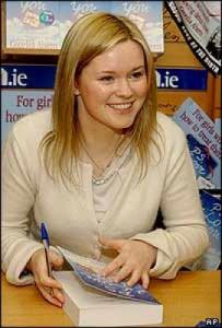 Сесилия Ахерн на автограф-сессии