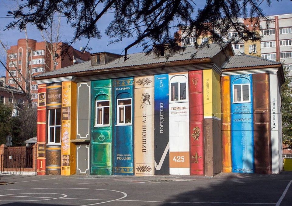 лучший стрит-арт - дом в Тюмени