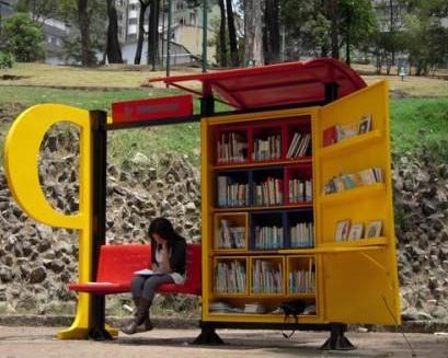 автобусная остановка - мечта книголюба