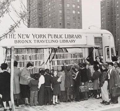 передвижная библиотека в Бронксе - 50-е г.г. ХХ в