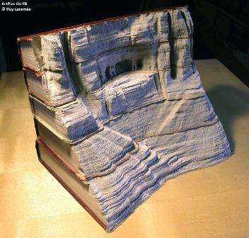 книгжная скульптура - скальная обитель