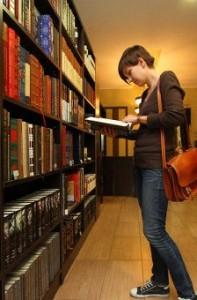 библионочью откроют двери московские читальни