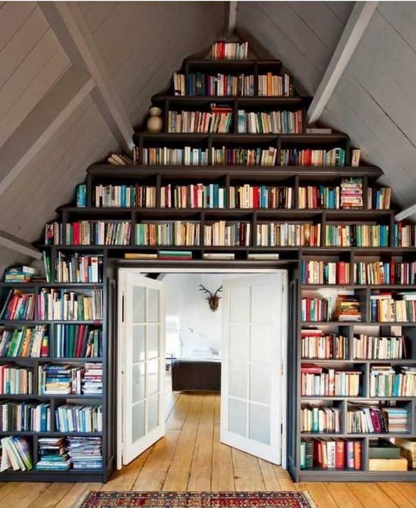 мансарда с книгами