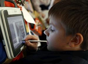 российские школьники переходят на е-книги вместо традиционных учебников
