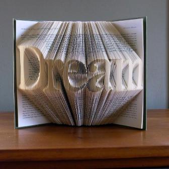 уникальный мотивирующий бук-карвинг призывает мечтать!