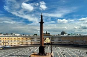 Александровская колонна на Дворцовой площади Санкт-Петербурга