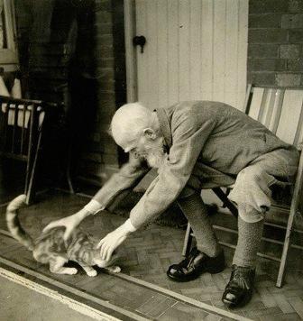 Бернард Шоу с котиком