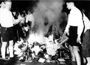 гитлерюгенд сжигает книги