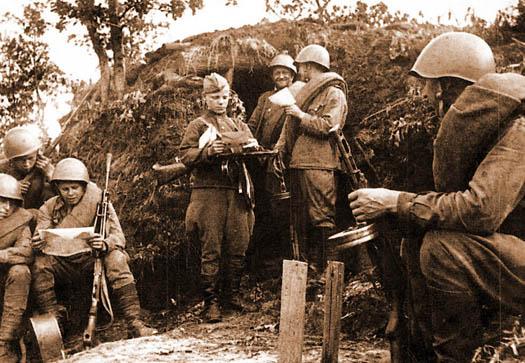 солдаты Великой Отечественной читают