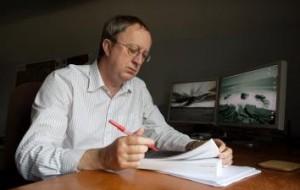 писатель Дэвид Хьюсон