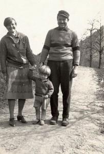 Эрнест Хэмингуэй с отцом и матерью