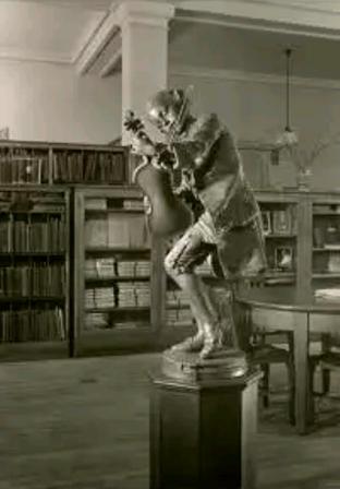 бронзовый Моцарт в публичной Музыкальной библиотеке Нью-Йорка