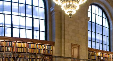 книги в нью-йоркской библиотеке