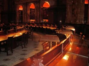 главный читальный зал вечером