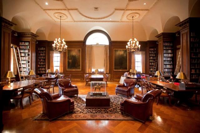 Библиотека Кирби в колледже Лафайет, штат Пенсильвания, США