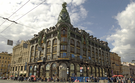 Петербуржцы требуют вернуть прежний вид книжному магазину в Доме Зингера