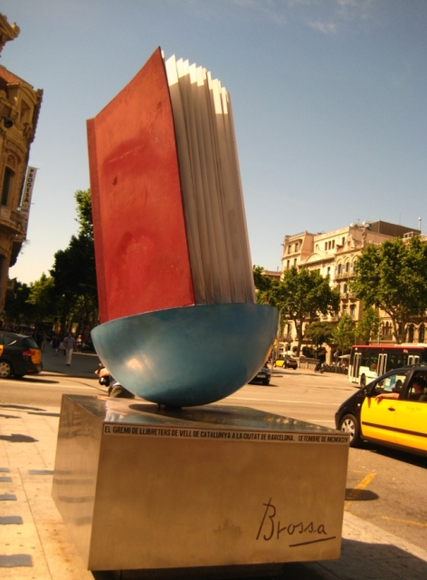 Monument al llibre в Барселоне