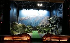 """книга о """"Хоббите"""" Лос-Анджелес, гигантская книга о """"Хоббите"""", туризм в Новой Зеландии"""