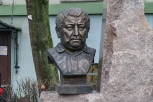 памятник Расулу Гамзатову в Санкт-Петербурге, Санкт-Петербургский государственный университет, открыли памятник Гамзатову
