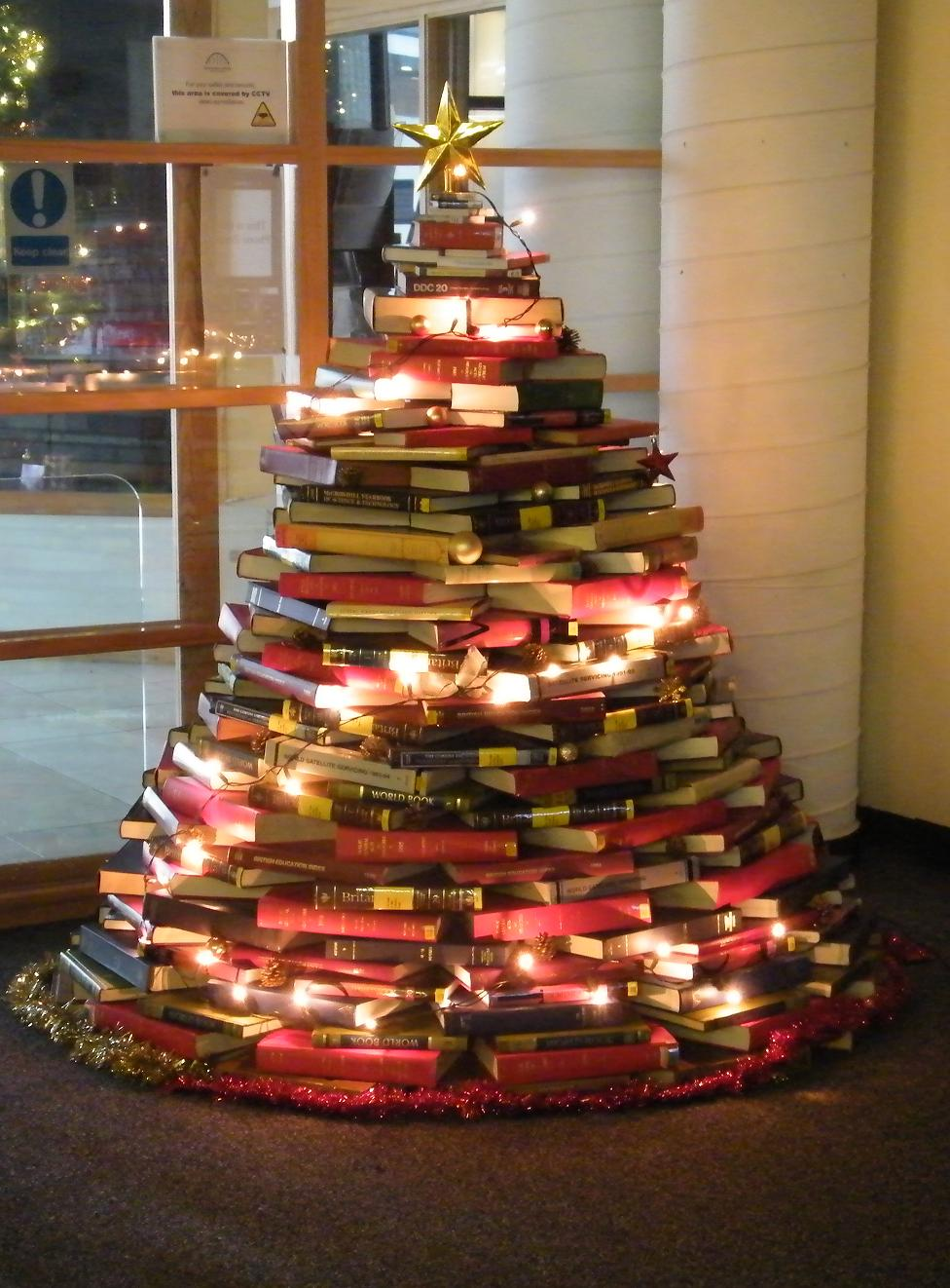 Как сделать ёлку из книг своими руками