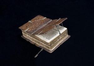 Книга XVI века, книгу можно читать 6 разными способами, интересные факты о книгах, необычные книги