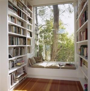 необычные книжные полки, идеальное место для чтения, домашняя библиотека