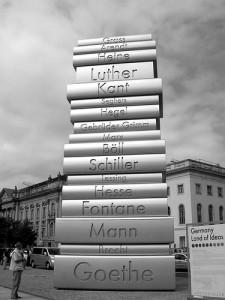 Монумент в память об Иоганне Гутенберге в Берлине, литература в картинках, памятники книгам