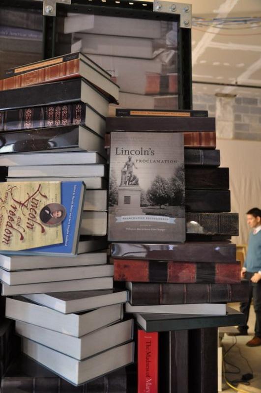 Башня из книг об Аврааме Линкольне