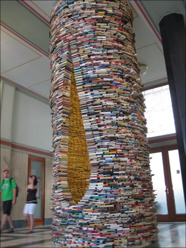 «Tower of books» - бесконечный тоннель из книг