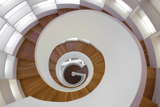 Спиральная лестница-библиотека