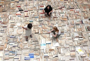 """""""Бетон"""" - инсталляция из книг политической тематики, инсталляция из книг Венгрия, литература в картинках"""