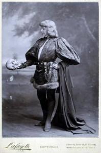 Сара Бернар в роли Гамлета