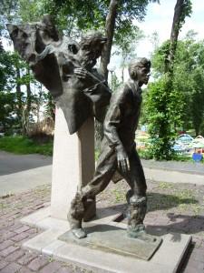 Памятник двум капитанам в Пскове