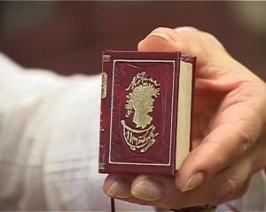 """выставка """"Книга на ладони"""" Вятка, миниатюрные книги, книжки малышки"""