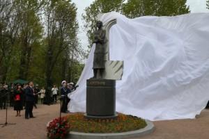 памятник Ольге Берггольц, памятник Берггольц Санкт-Петербург