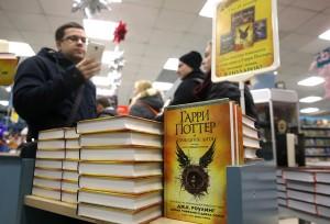 7 декабря одновременно по всей России начались продажи русскоязычной версии книги «Гарри Поттер и Проклятое дитя»