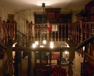 «Книжная капелла» – библиотека в стиле готического средневекового замка