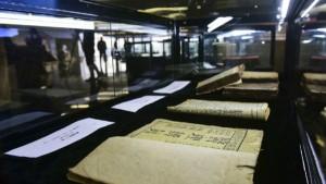 Старинные книги и свитки из частной библиотеки Чэнь Гуанвэя