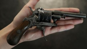 Пистолет, из которого стреляли в поэта Рембо